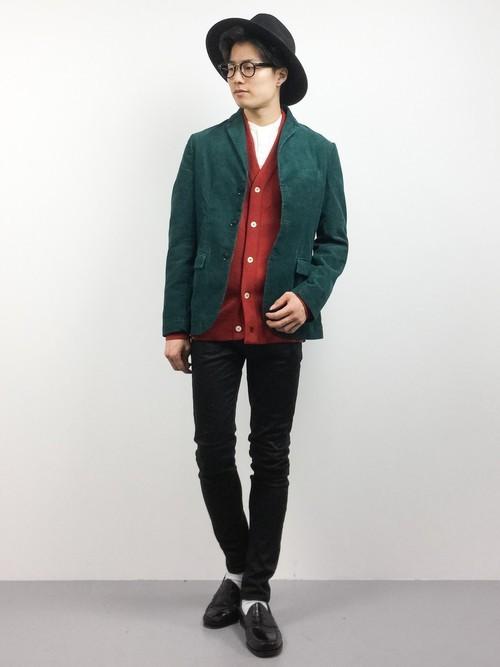 赤のカーディガンとジャケットの着こなしコーデ
