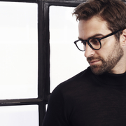 黒ニットで上品な着こなしに。大人のメンズコーディネート術7選 | Smartlog