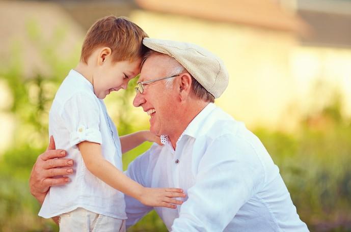 70代のお父さんへの父の日プレゼントは孫と過ごす時間
