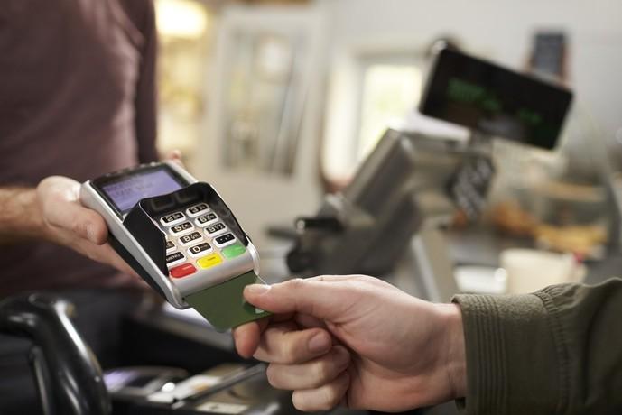 クレジットカードは2枚以上持っていいか