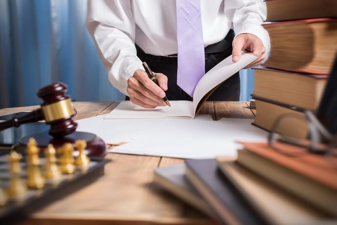 セゾンゴールドアメックスカードの特典で弁護士無料紹介サービス