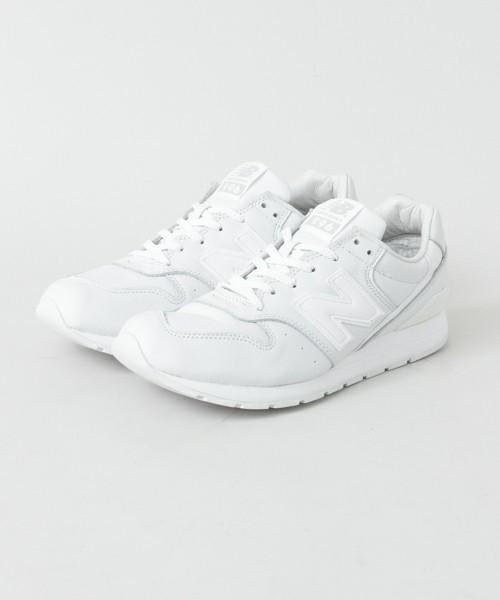 New Balanceの白スニーカー