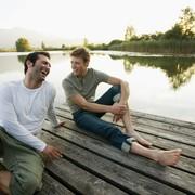 同性に好かれる男は女性からもモテる。周囲を魅了する男性の6つの特徴 | Smartlog
