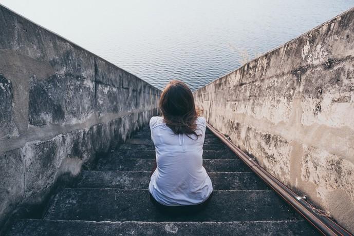 寂しいから浮気をする女性