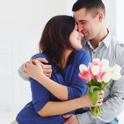 旦那が絶対喜ぶ誕生日プレゼントランキング。夫の世代別におすすめを厳選 | Smartlog