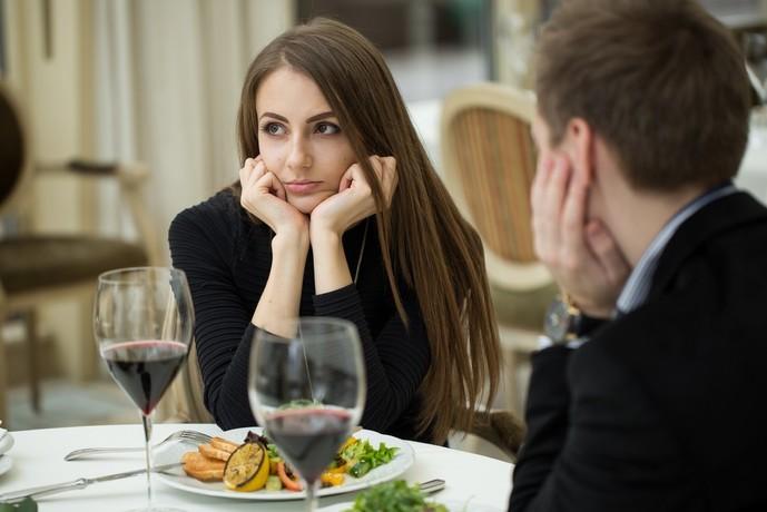 デートがマンネリだと女性は浮気する