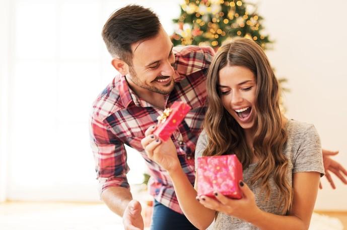30代女性へのクリスマスプレゼントにおすすめの小銭入れのクリスマスプレゼント