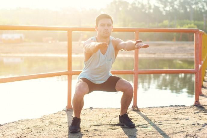 大腿四頭筋を鍛えられるフロッグジャンプトレーニング