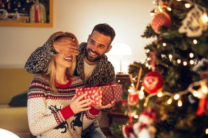 クリスマスプレゼントには可愛いぬいぐるみと大人ネックレスの組み合わせで