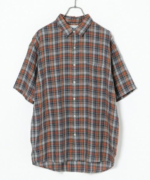 半袖のチェックシャツ