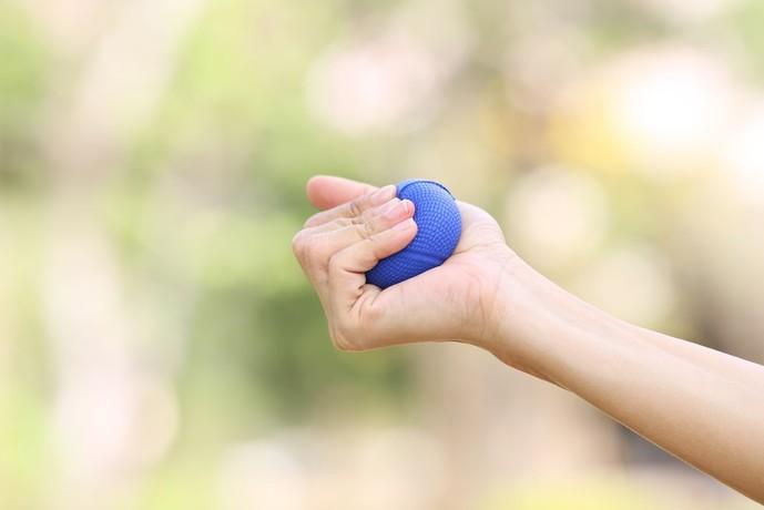 浅指屈筋を鍛えられるボールグラップトレーニング