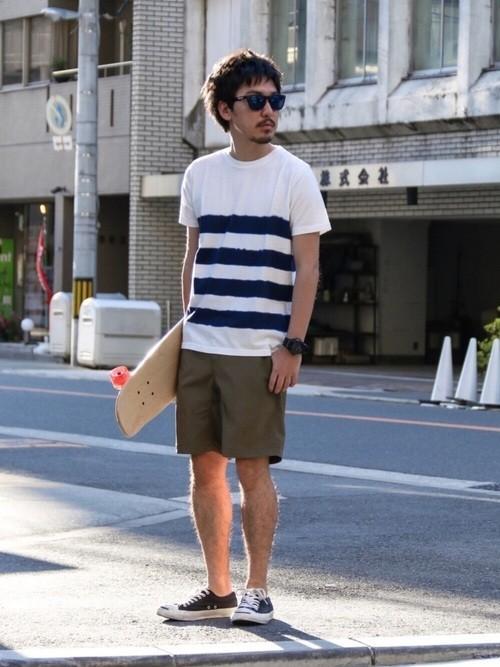 ボーダーTシャツとハーフパンツの着こなし