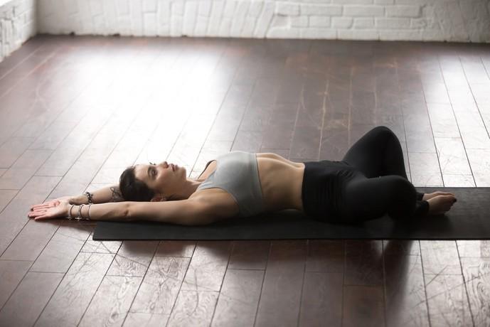 恥骨筋を鍛えられる足閉じ運動