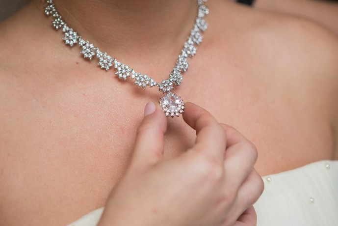 ダイヤモンドのネックレスをプレゼントしてみて