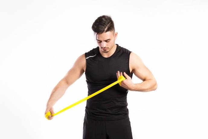 尺側手根屈筋を鍛えるチューブトレーニング