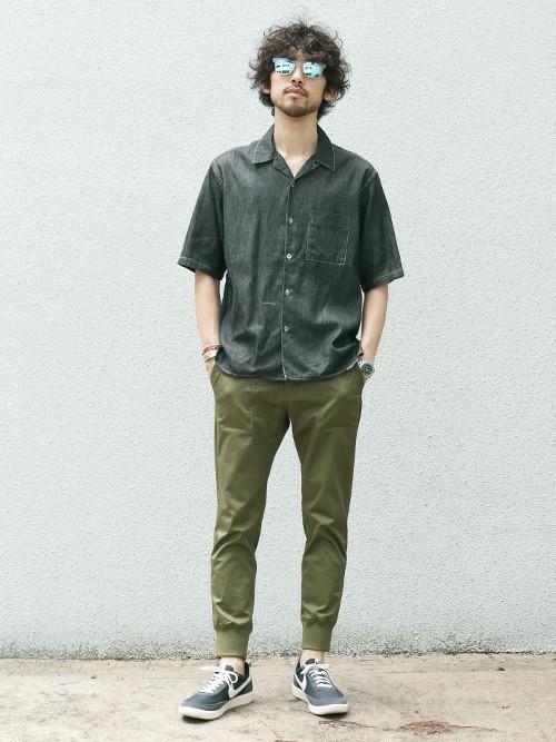 低彩度のファッションで男らしいファッション