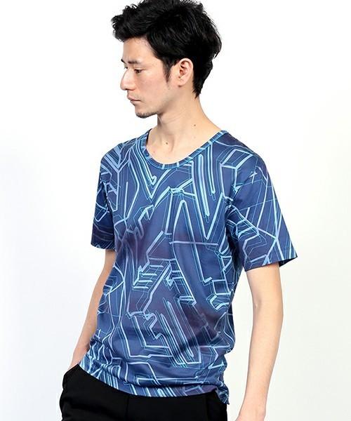総柄Tシャツで夏っぽく