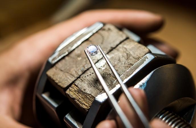 天然ダイヤモンド、人工ダイヤモンドの違いは