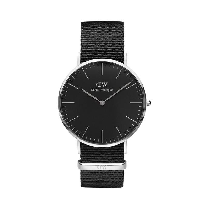 20代のメンズにおすすめのダニエルウェリントンの腕時計_ブラックモデル_.jpg