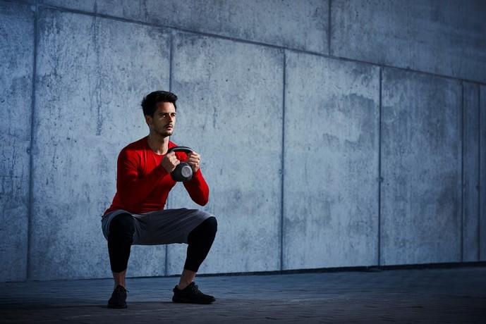 大腰筋・内転筋を鍛えられるワイドスタンススクワット