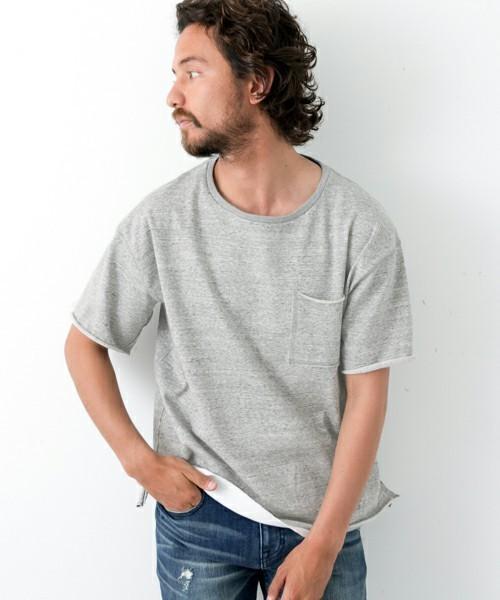 無地のポケットTシャツ