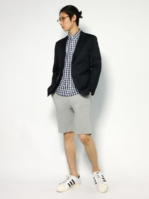 ギンガムチェックシャツとハーフパンツのコーデ