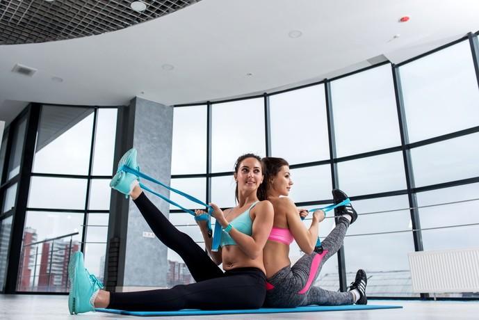 肩甲下筋を鍛えられるチューブトレーニング