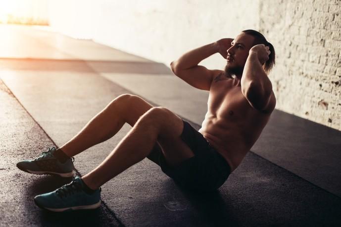 腹直筋を鍛えられるシットアップトレーニング
