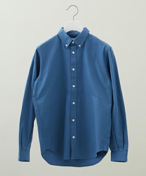 サックスブルーのシャツ