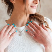 予算3万円で高貴なネックレスのプレゼントを。女性が喜ぶ10選   Smartlog