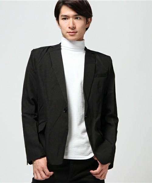 ショート丈のテーラードジャケット