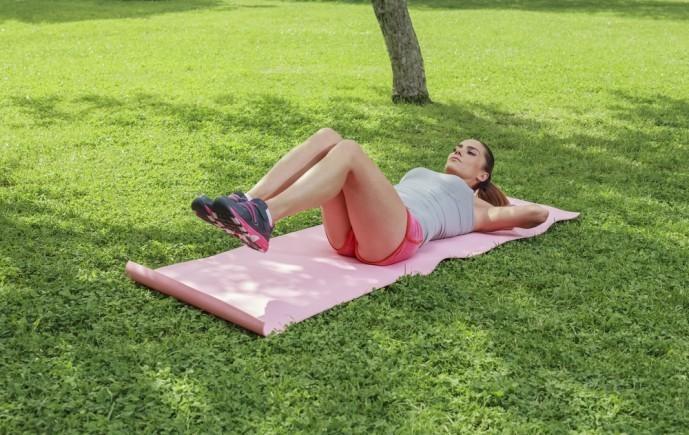 腹直筋を鍛えられるニーレイズトレーニング