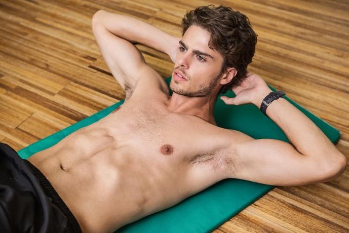 外腹斜筋を鍛えられるレッグツイストトレーニング