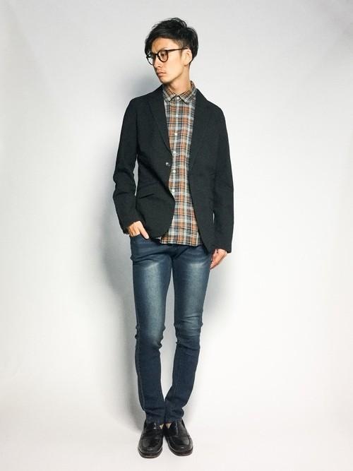 チェックシャツとジャケットのコーデ