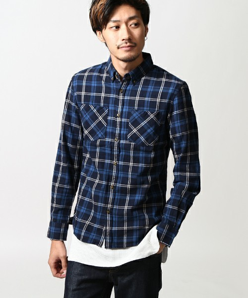 ブルーのチェックシャツ