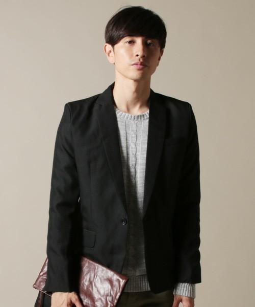 黒のテーラードジャケットノッチドラベル