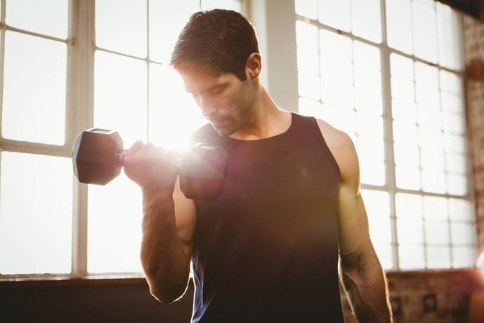 肩甲下筋を鍛えられるダンベルトレーニング
