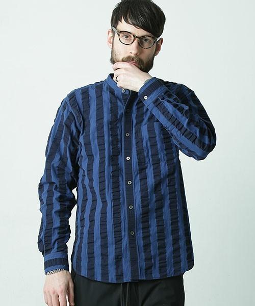 ブルーのバンドカラーシャツ