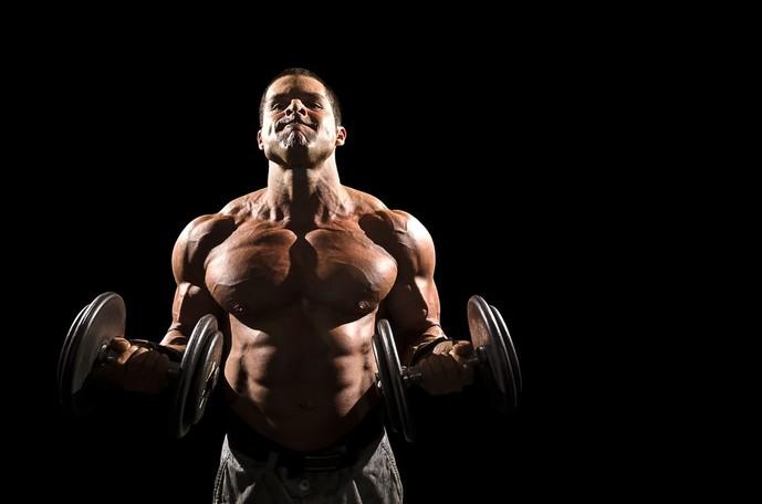 橈側手根屈筋を鍛えられるダンベルリストカール