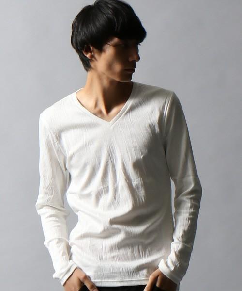 Vネックが大人の色気を醸し出すTシャツ