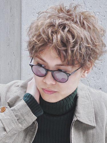 アッシュグレー メンズ 髪型