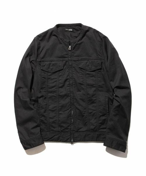 黒のノーカラージャケット