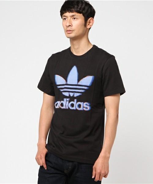 王道のアディダスのTシャツ