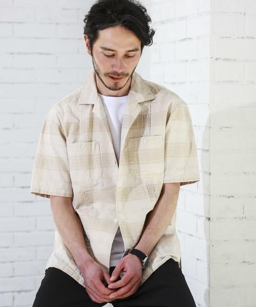ジャガード柄で作られたシャツ