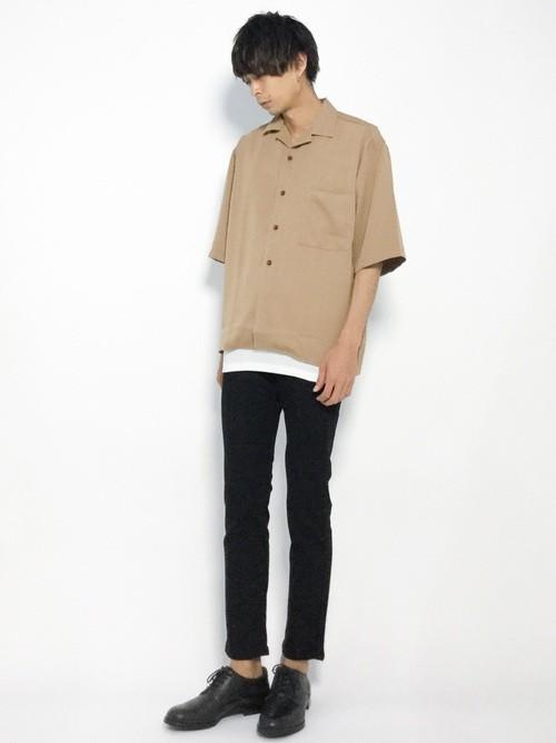 シャツ × スキニーパンツ