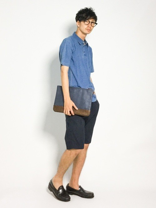 ポロシャツとハーフパンツの夏服コーディネート