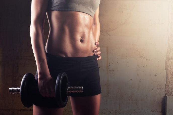二の腕を脂肪を減らすダンベルトレーニング