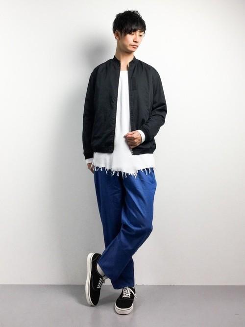 黒MA,1とデニムワイドパンツの秋服コーディネート