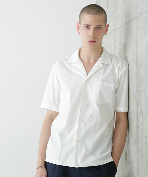爽やかなオープンカラーシャツ
