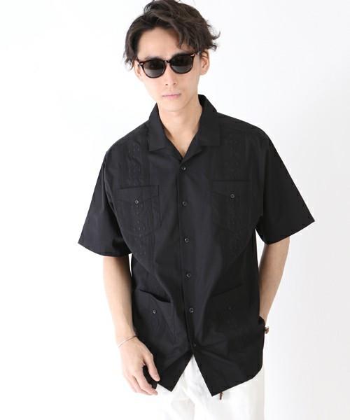 ダブルポケットのブラックシャツ